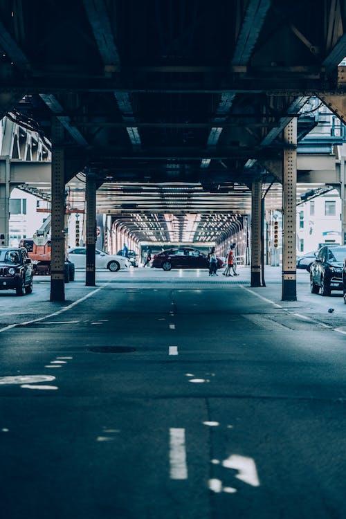 Kostenloses Stock Foto zu architektur, autos, brücke, bürgersteig