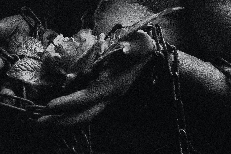siyah beyaz, stüdyo daire, девушка, рука içeren Ücretsiz stok fotoğraf