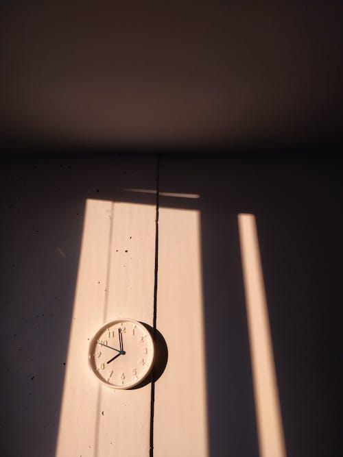 Clock at 8:00