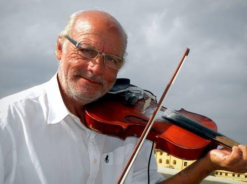 Ilmainen kuvapankkikuva tunnisteilla katusoittajat, vanha mies, viisaus, viulisti