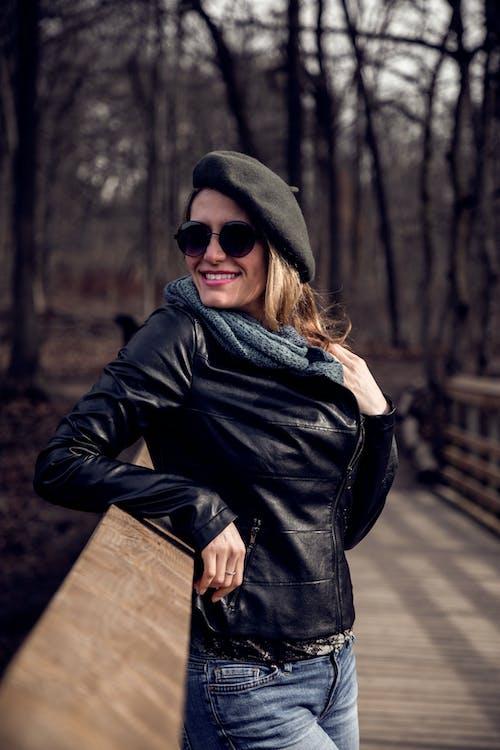 Fotobanka sbezplatnými fotkami na tému bunda, exteriéry, jeseň, krása