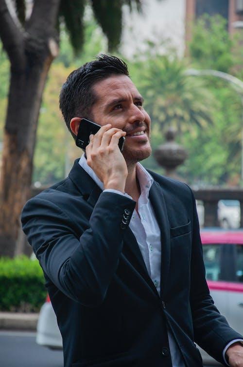 Безкоштовне стокове фото на тему «бізнес, ділові люди, стільниковий телефон, чоловік 20-25 років»
