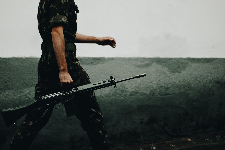 Ingyenes stockfotó fegyver, Férfi, katonai, pisztoly témában
