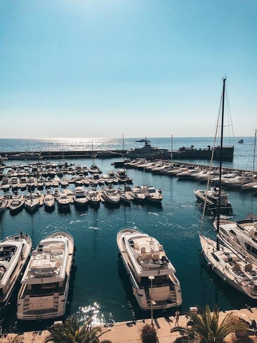 Gratis arkivbilde med båter, båthavn, dagslys, ferie