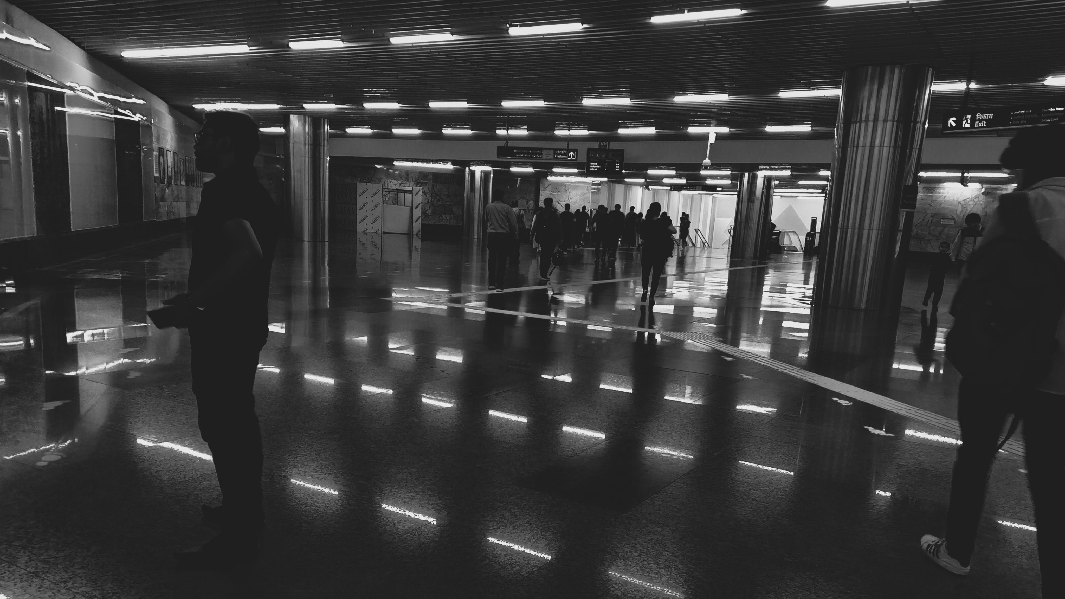 Základová fotografie zdarma na téma černobílá, černobílá fotografie, cestující, HD tapeta