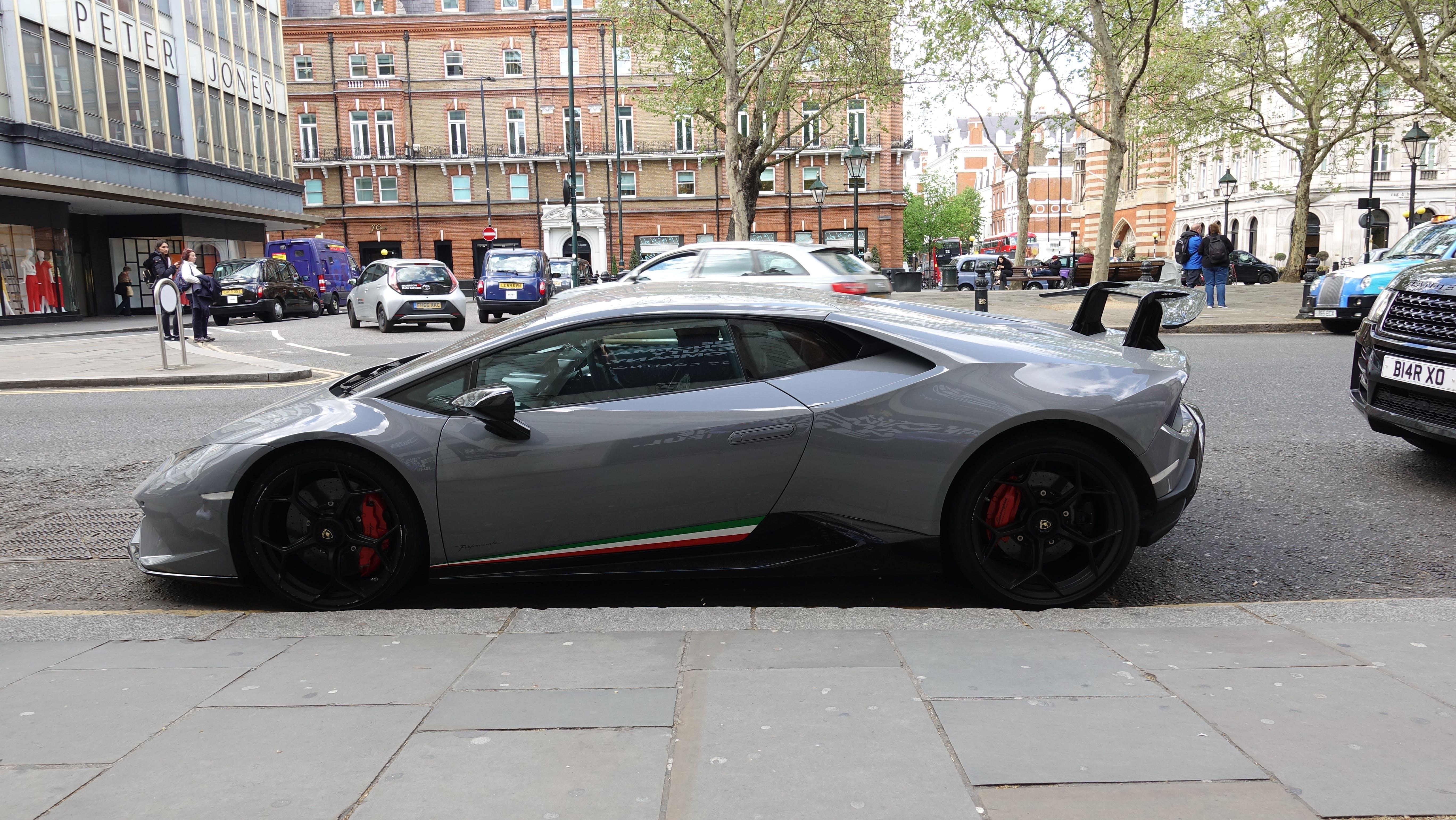 Free stock photo of Lamborghini, luxury, luxury car, sports car