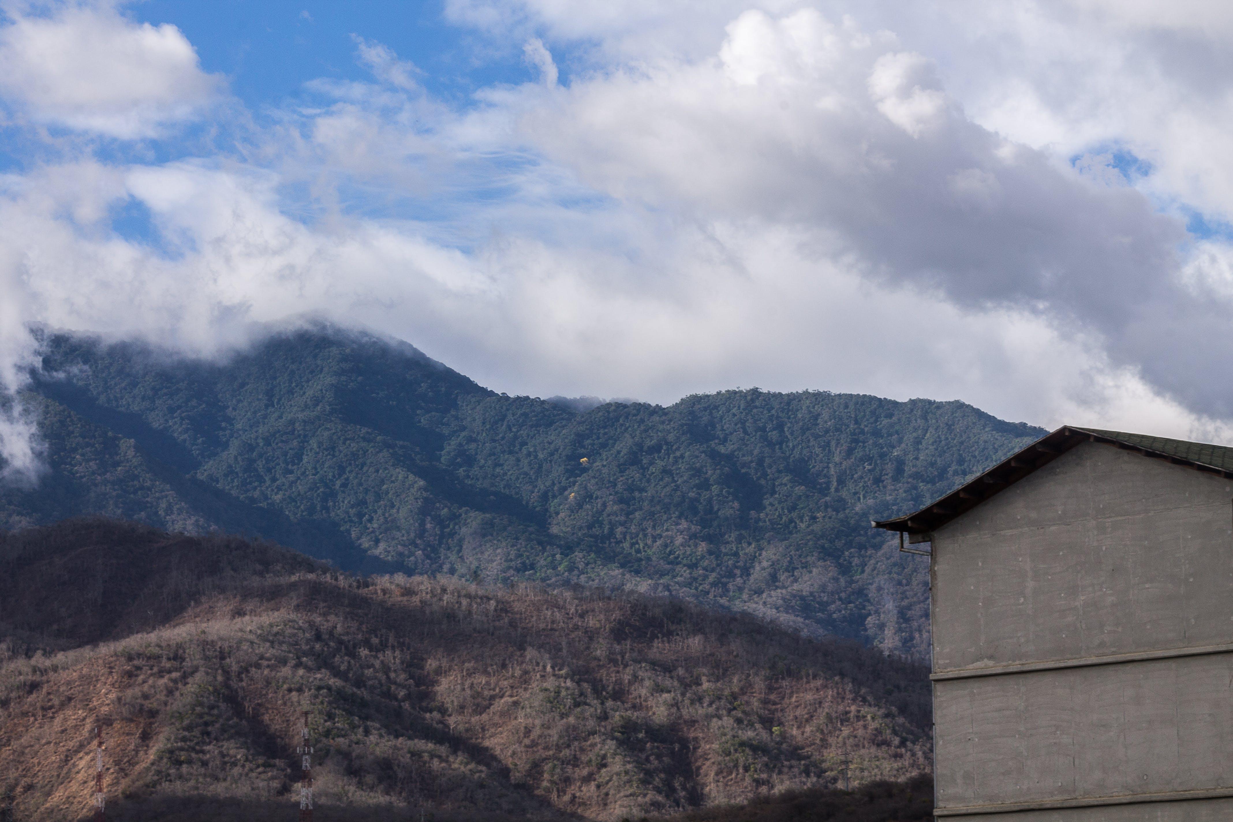 Foto profissional grátis de azul, céu, montanha, nuvens