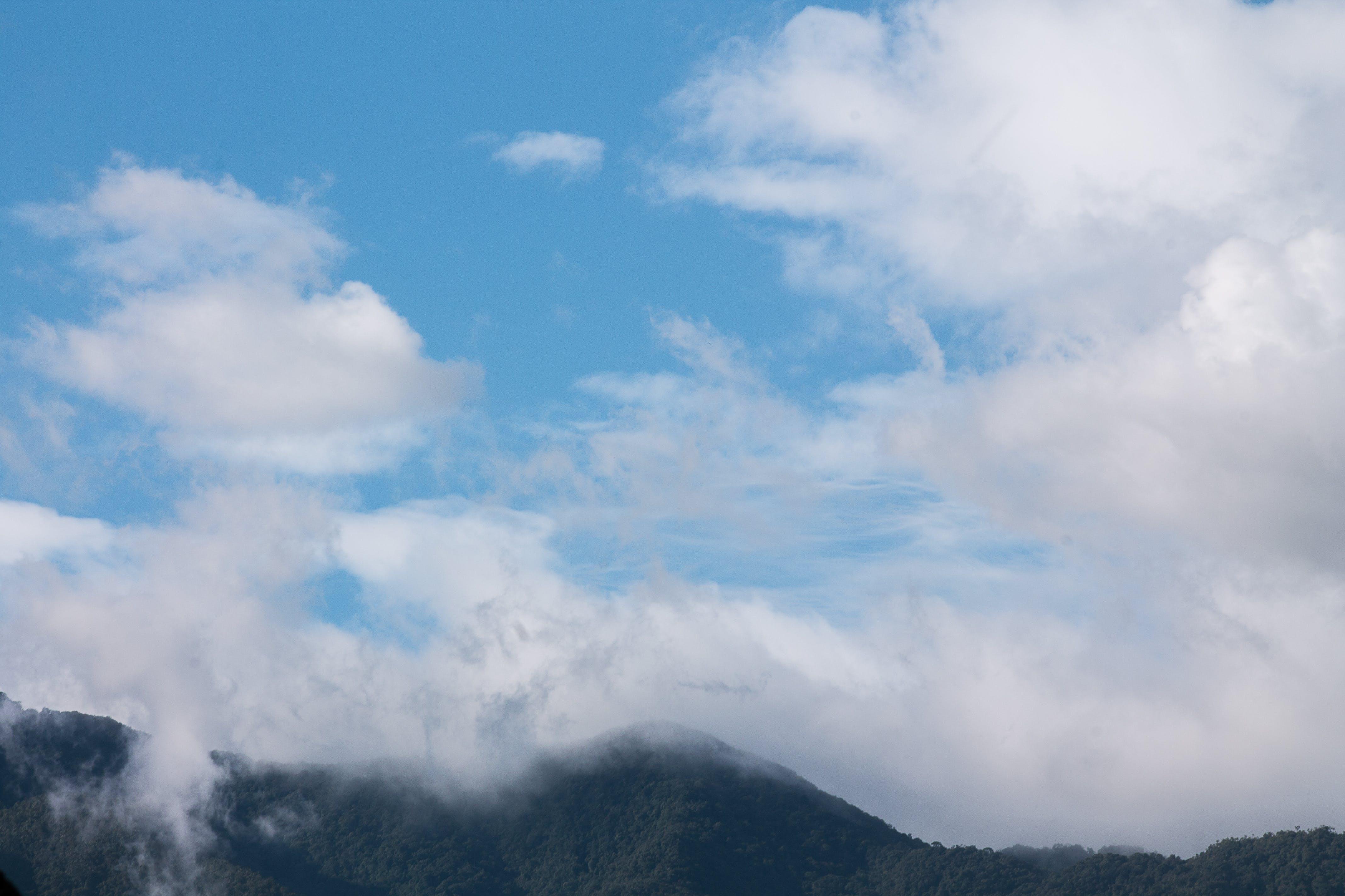 Gratis arkivbilde med blå, fjell, himmel, skyer