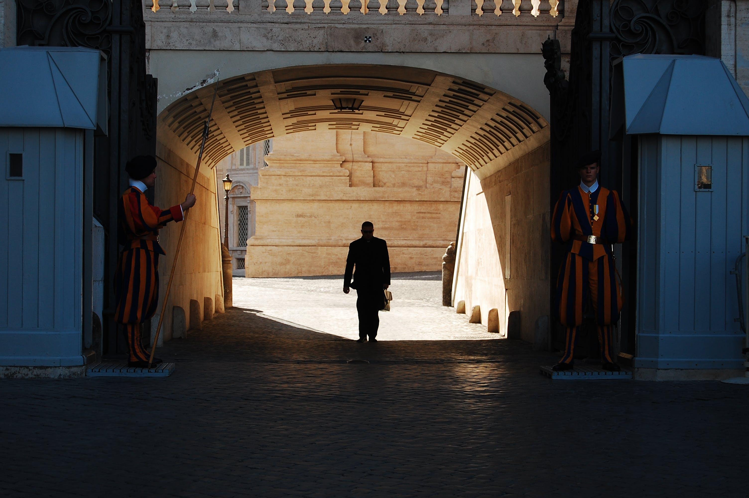 Foto d'estoc gratuïta de arquitectura, home, persona, silueta