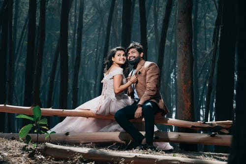 Pre-nup Photo Of Couple At Woods