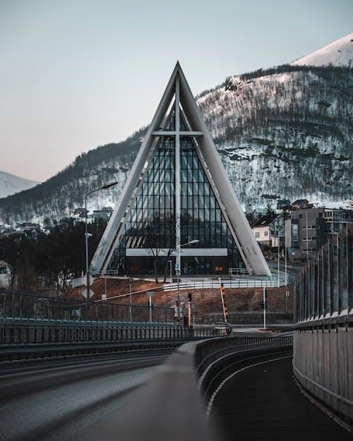 Foto profissional grátis de aconselhamento, alto, ao ar livre, arquitetura