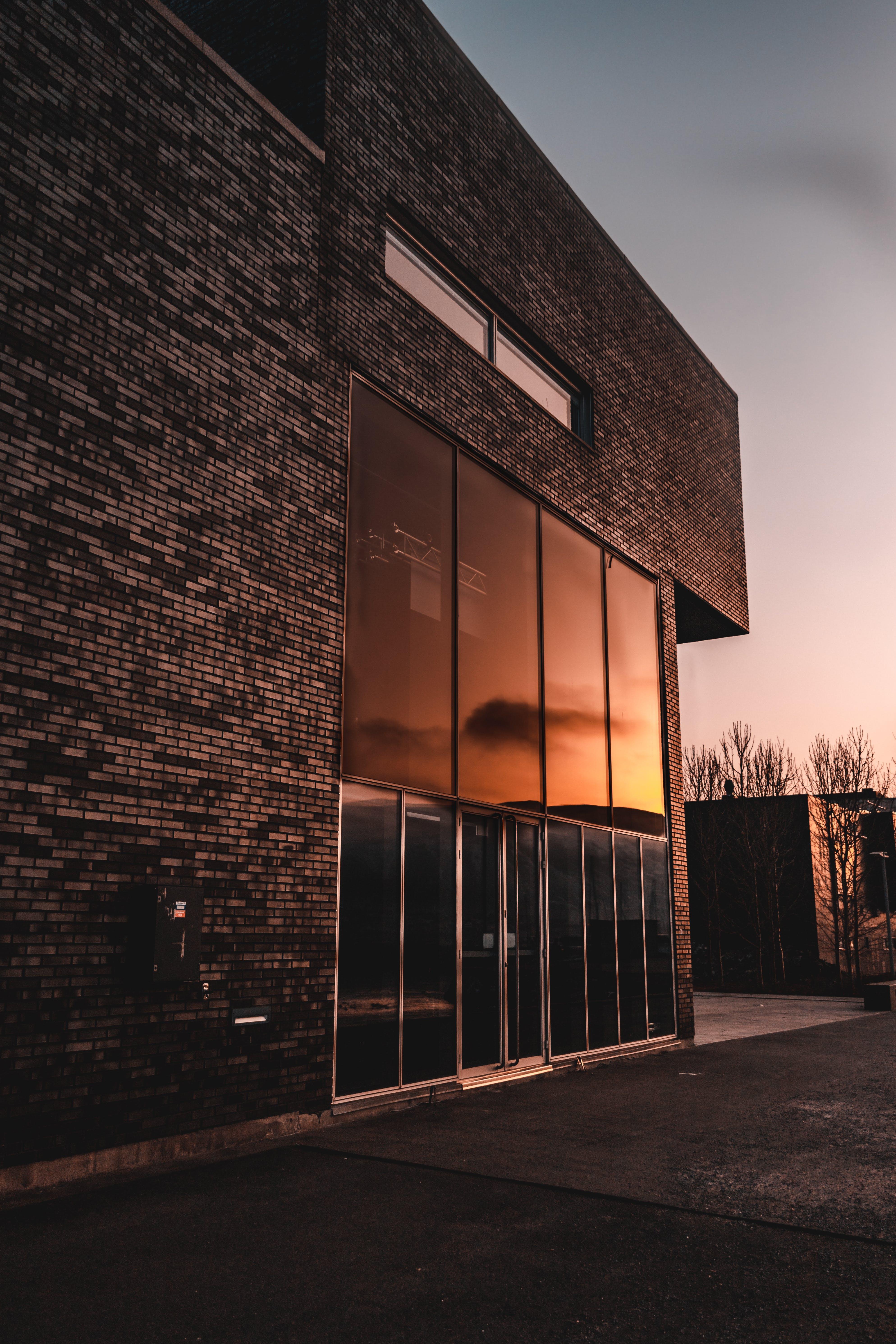 Základová fotografie zdarma na téma architektura, budova, dveře, rozbřesk
