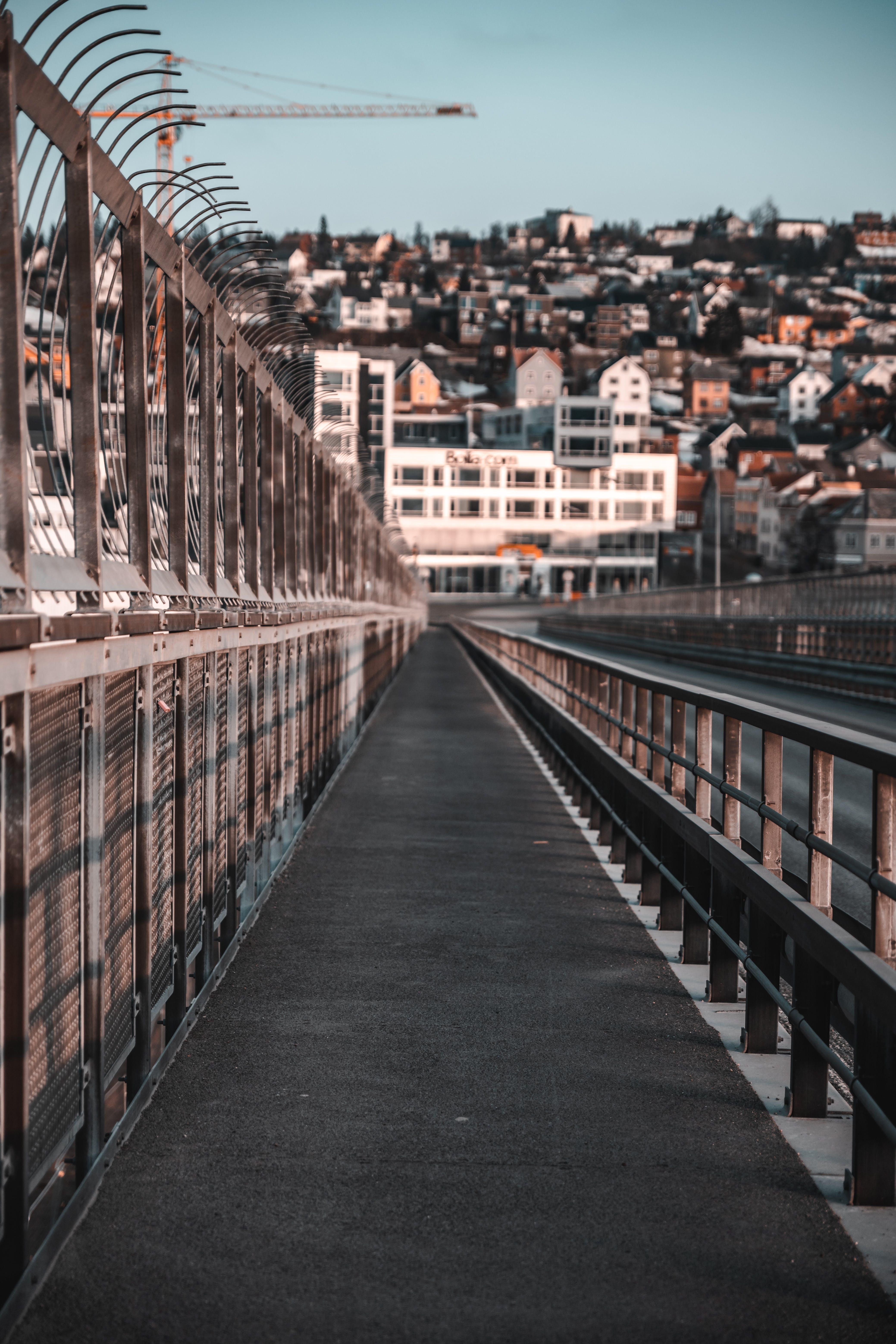 Základová fotografie zdarma na téma architektura, cesta, město, most