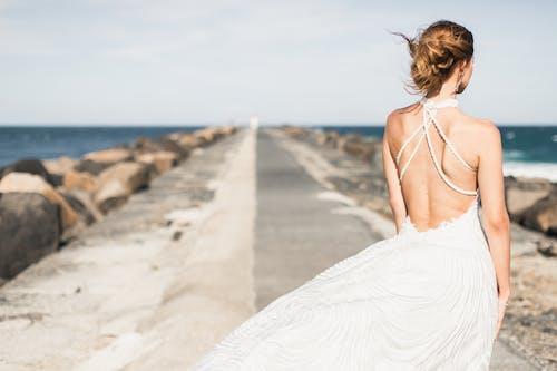 女人, 婚紗, 婚紗禮服, 連衣裙 的 免费素材照片