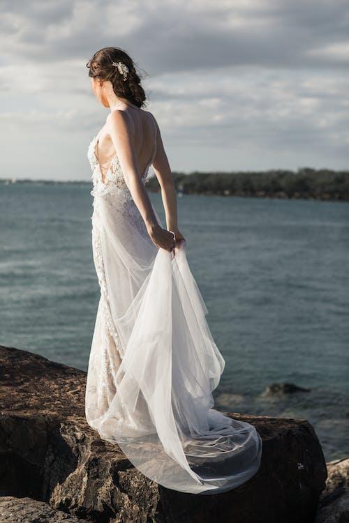 คลังภาพถ่ายฟรี ของ ชุด, ชุดแต่งงาน, ทะเล, ผู้หญิง