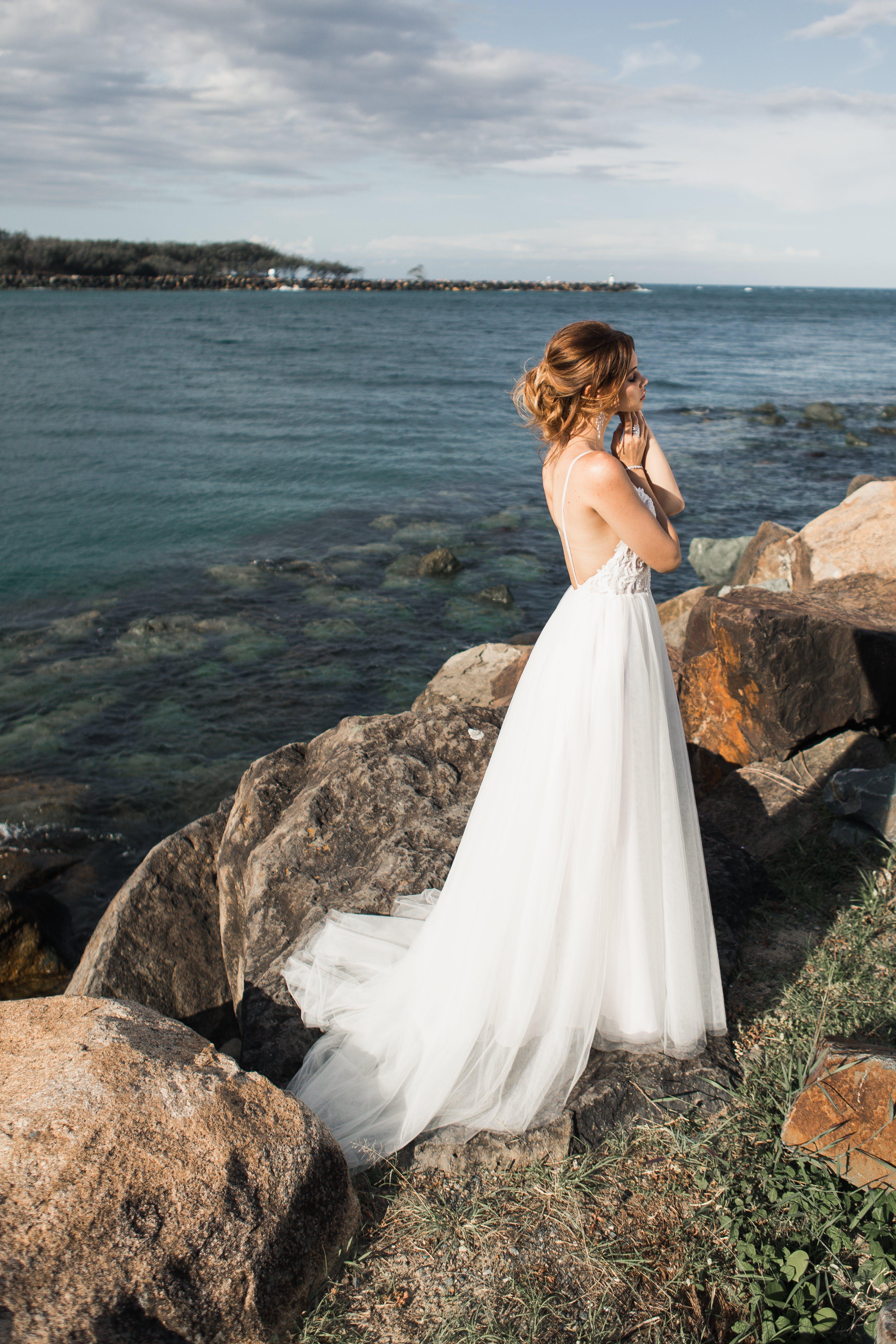 Kostnadsfri bild av avslappning, bröllopsklänning, brud, brudklänning