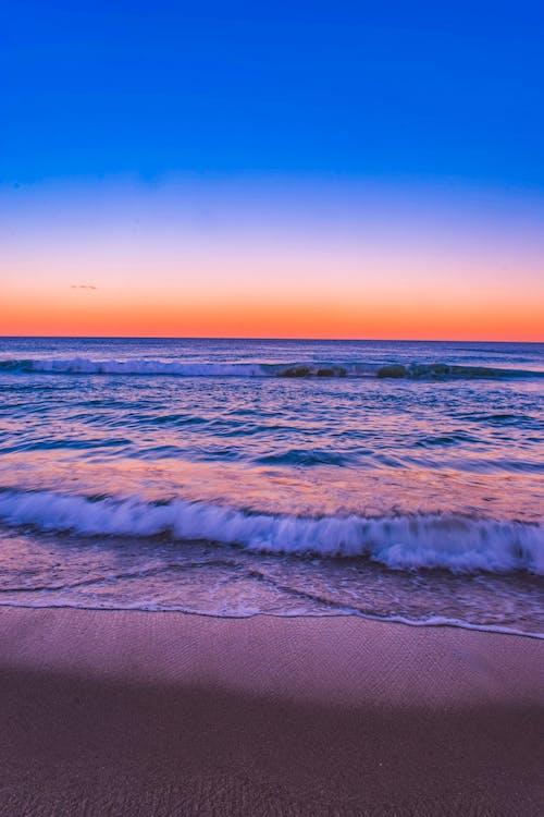 Ilmainen kuvapankkikuva tunnisteilla aallot, aamu, auringonlasku, hämärä
