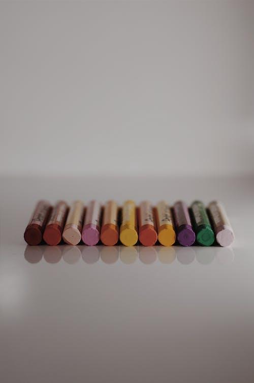 คลังภาพถ่ายฟรี ของ ความชัดลึก, ดินสอสี, มีสีสัน