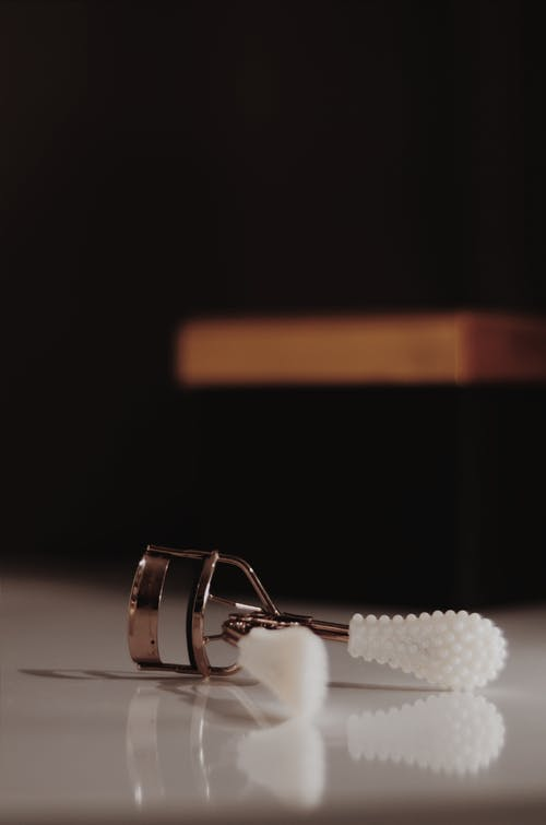 White And Silver Eyelash Curler