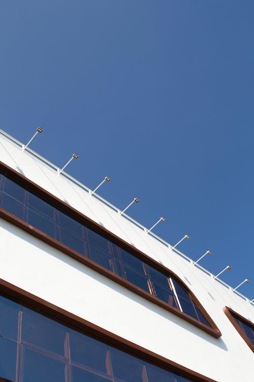 Бесплатное стоковое фото с архитектура, белый, голубой, день