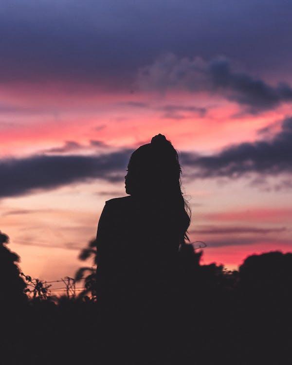 bakbelysning, daggry, kvinne