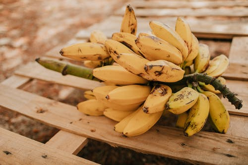 Безкоштовне стокове фото на тему «їжа, банан, букет, зв'язка»