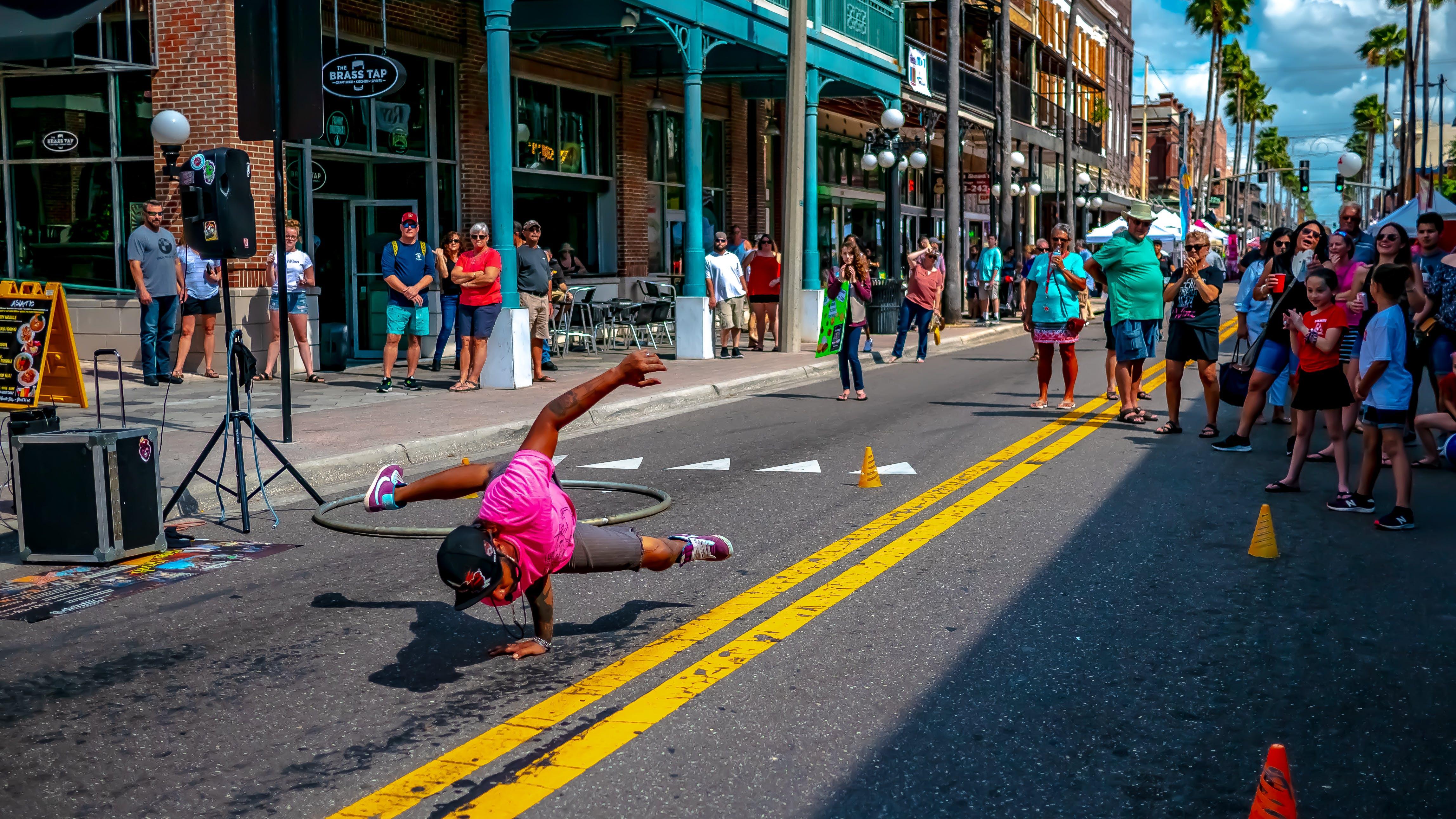 Kostenloses Stock Foto zu action, aufführung, bewegung, bunt