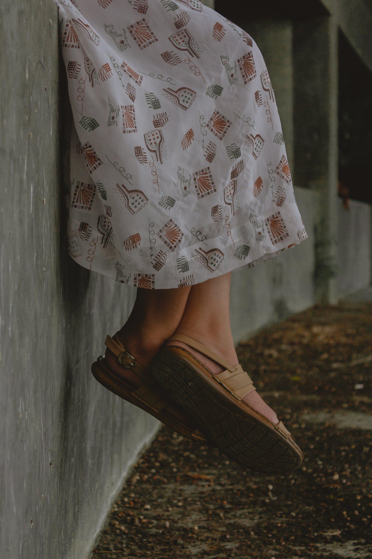 Ảnh lưu trữ miễn phí về Chân dung, con gái, Dép xăng đan, giày dép