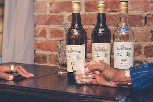 Gratis stockfoto met alcoholische dranken, balk, drinken, drinkglas