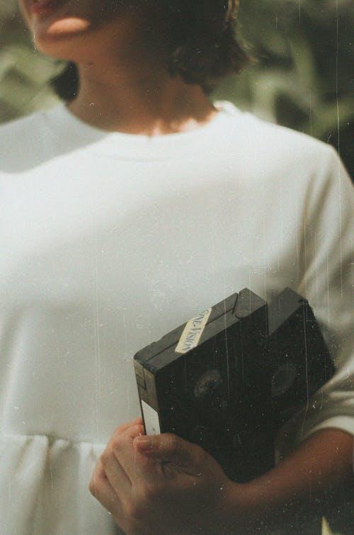 Gratis arkivbilde med kassetter, kvinne, person, vhs