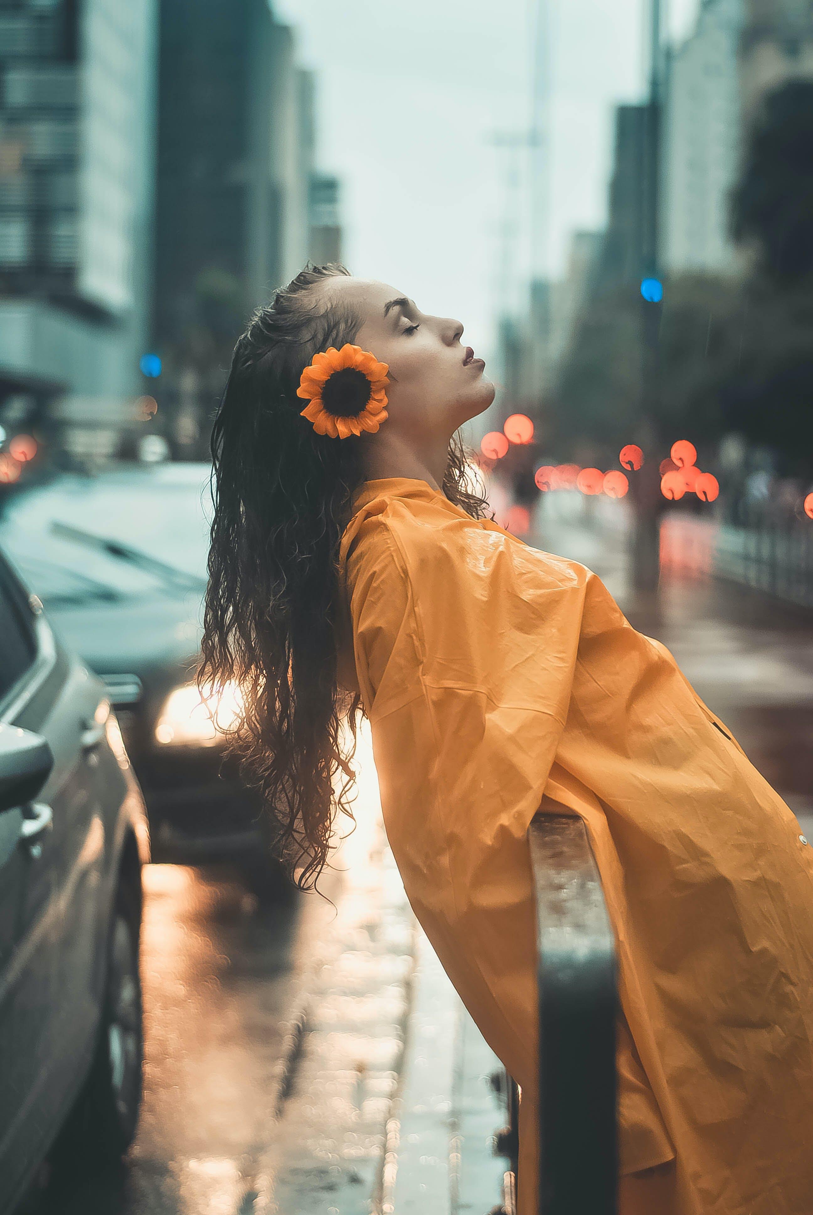 Ingyenes stockfotó autók, barna, becsukott szemek, esőkabát témában