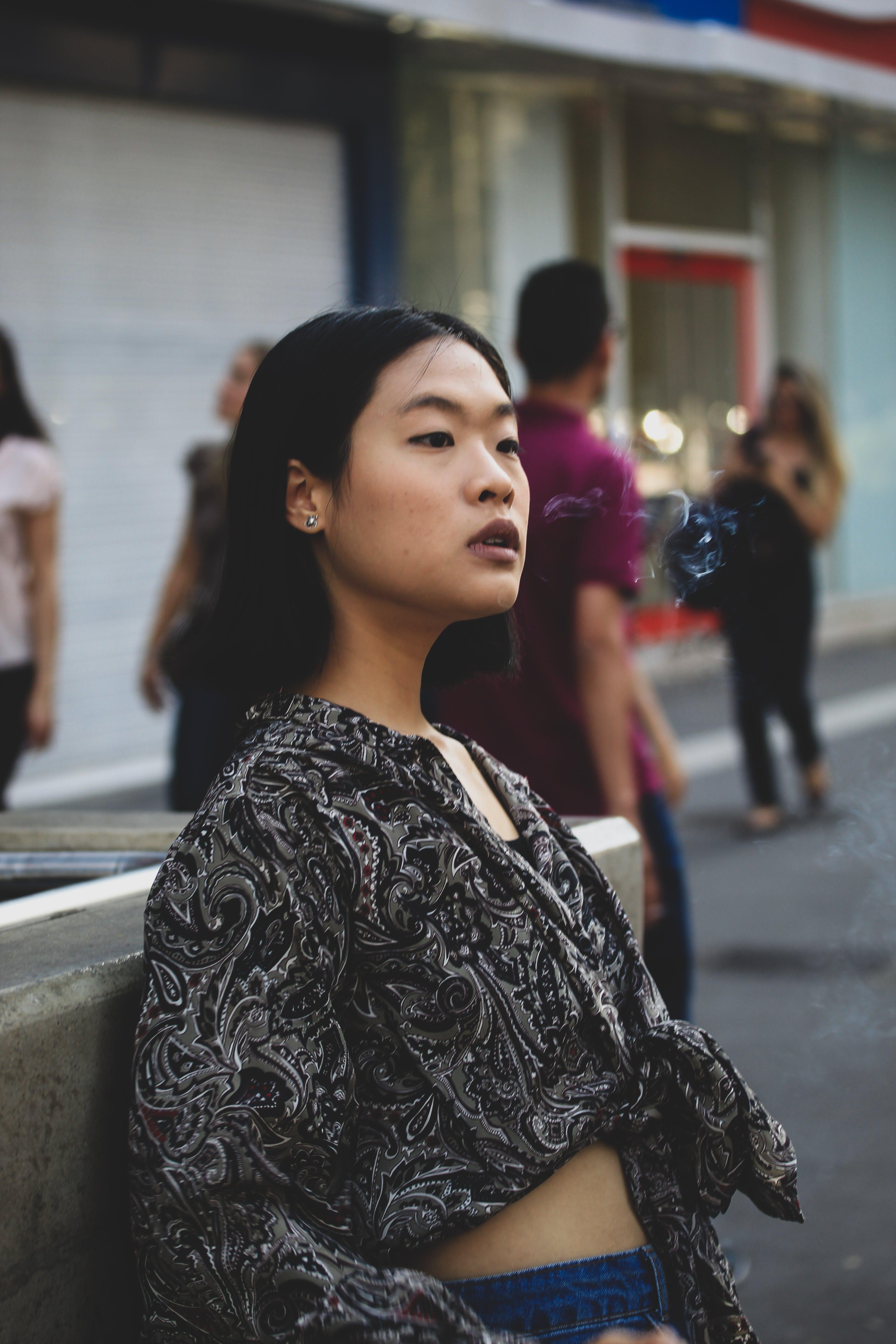 Kostenloses Stock Foto zu asiatische frau, frau, gesichtsausdruck, informell