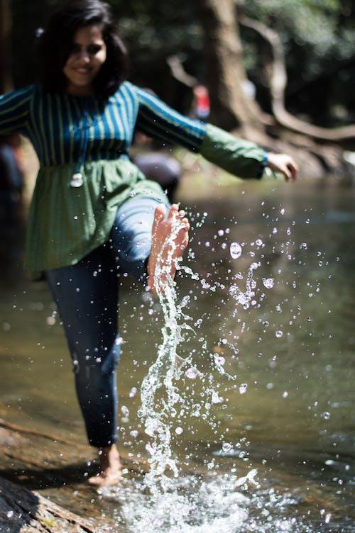 açık hava, ayaklar, bulanıklık, dinlenme içeren Ücretsiz stok fotoğraf
