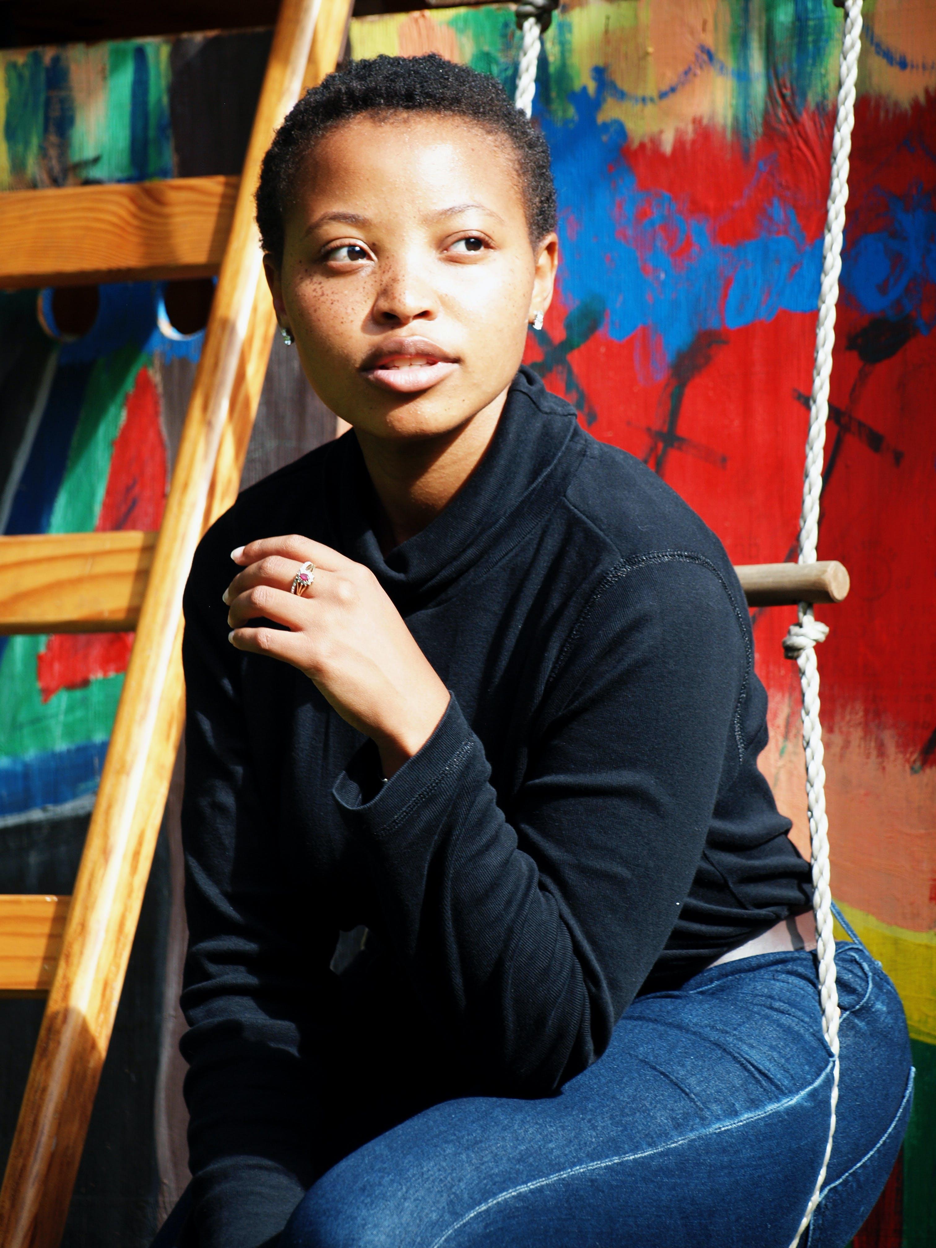 afrikalı-amerikalı kadın, aşındırmak, bakmak, gözler içeren Ücretsiz stok fotoğraf