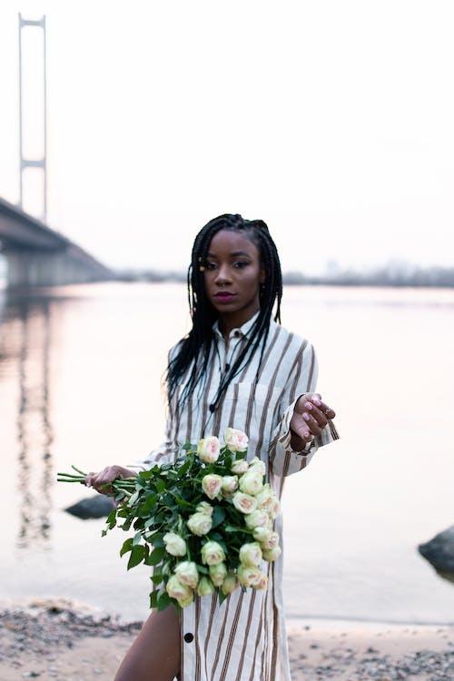 女人, 漂亮, 玫瑰, 穿著 的 免費圖庫相片