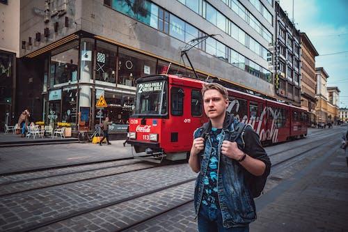 거리, 관광객, 교통체계, 남자의 무료 스톡 사진