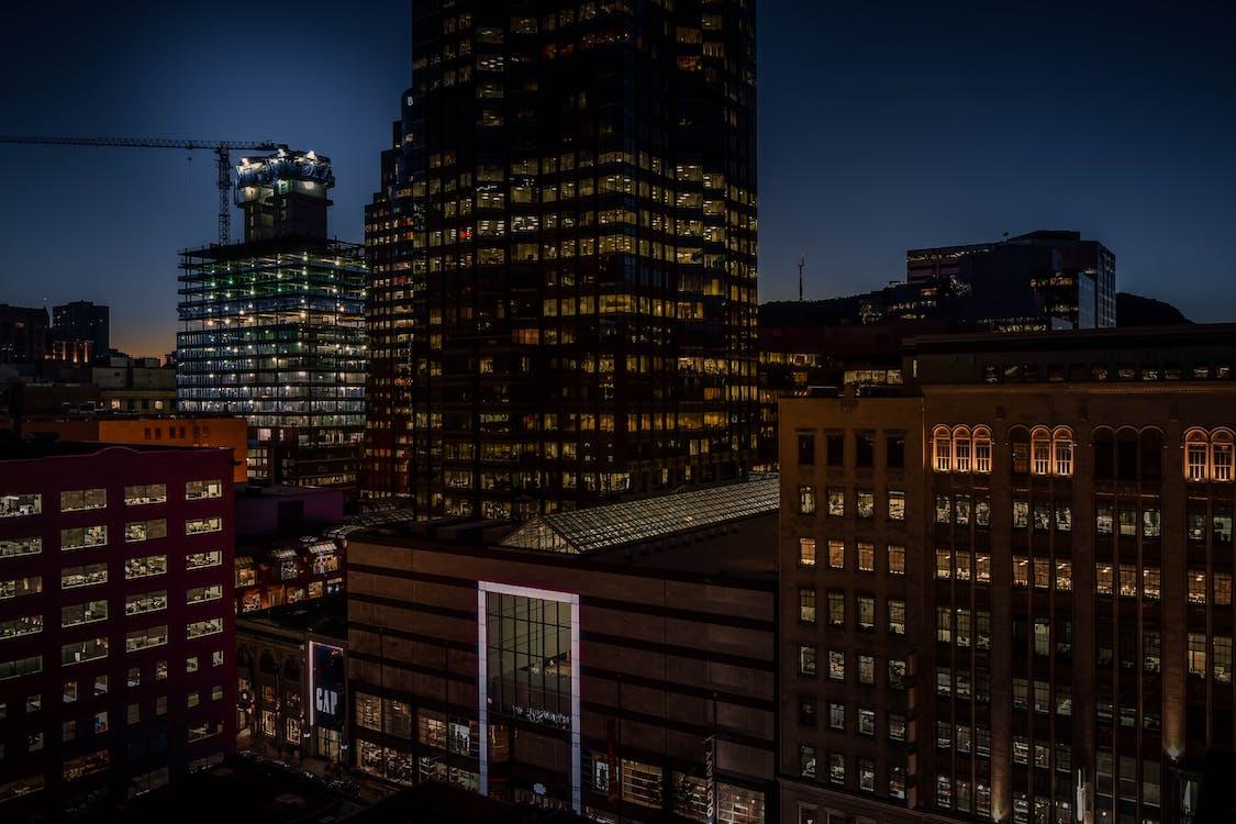 Захід сонця, місто, міська ніч