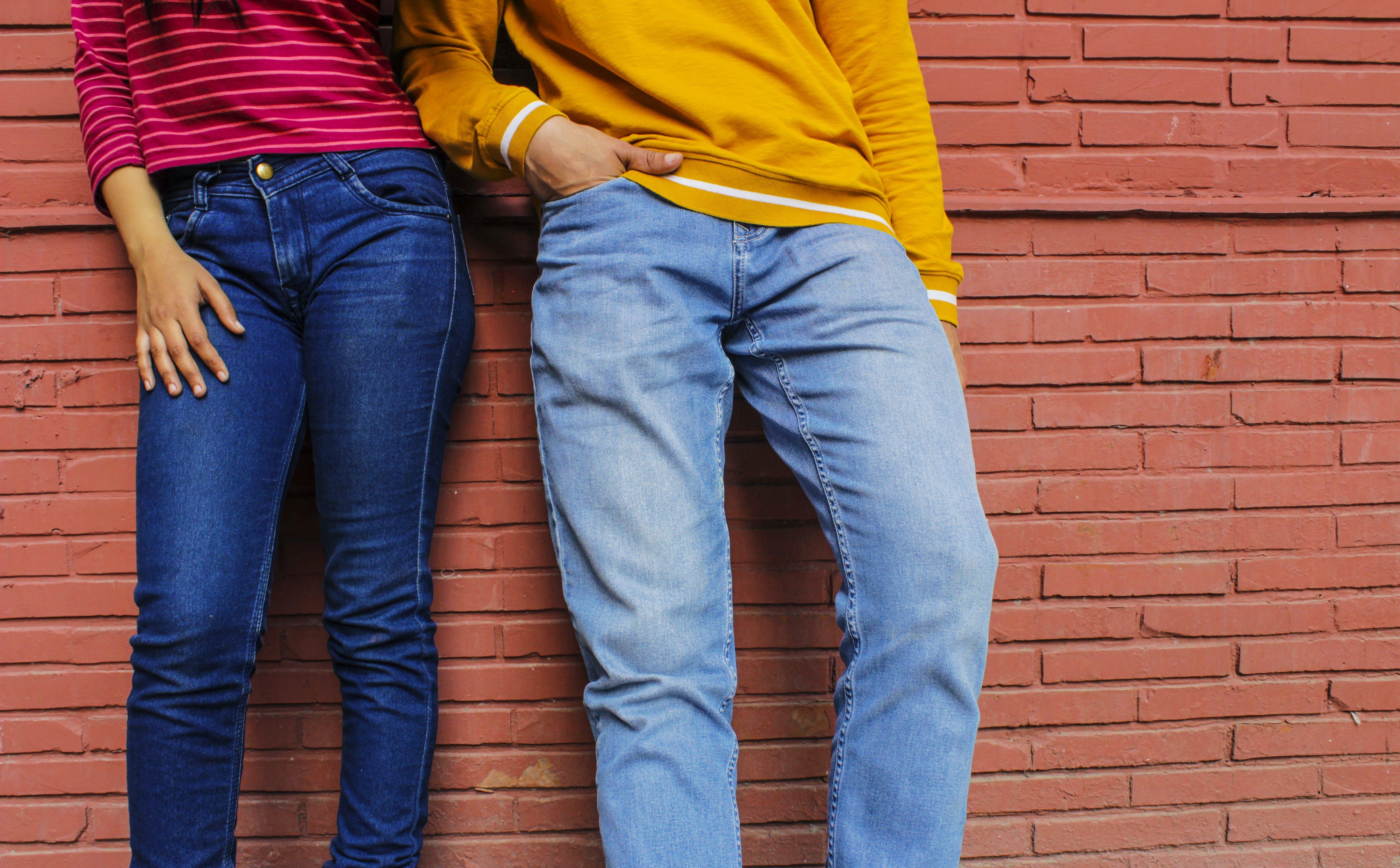 Foto d'estoc gratuïta de colorit, informal, moda, pantaló texà blau