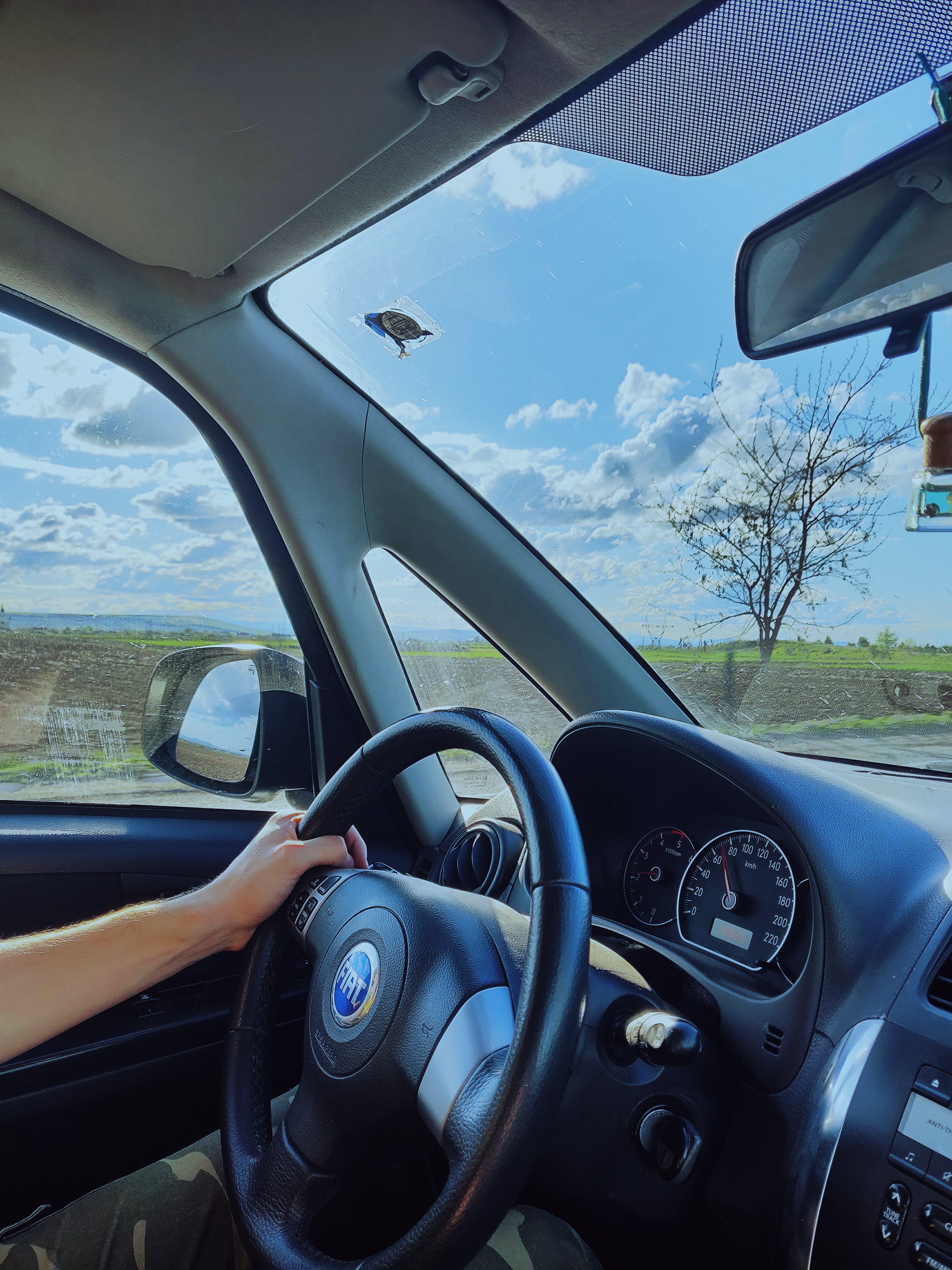 Základová fotografie zdarma na téma čelní sklo, cestování, dopravní systém, interiér vozu