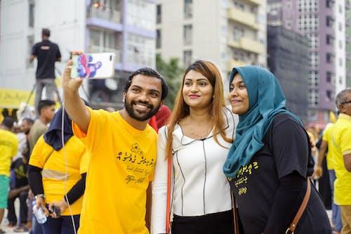 Foto d'estoc gratuïta de carrer, dones, gent, home