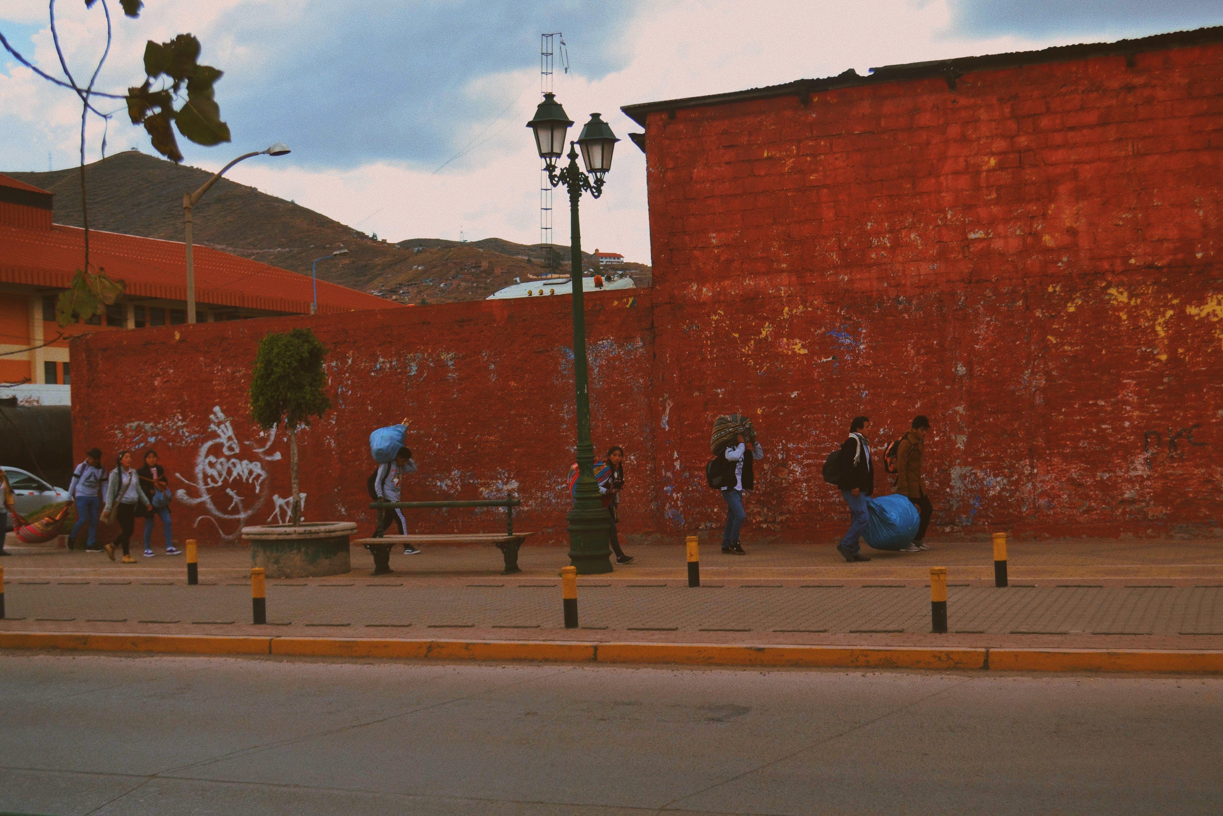 Δωρεάν στοκ φωτογραφιών με cusco, Άνθρωποι, άνθρωποι που περπατούν, αστική ζωή