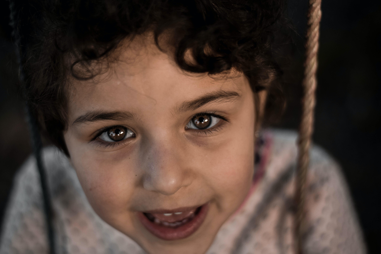 35 mm, bebek, büyük gözler, foto içeren Ücretsiz stok fotoğraf