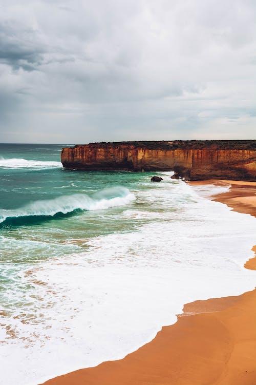 Gratis arkivbilde med bølger, fredelig, hav, havkyst