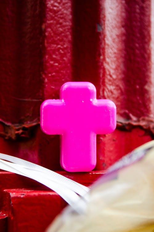 Foto stok gratis berwarna merah muda, iman, menyeberang, merah