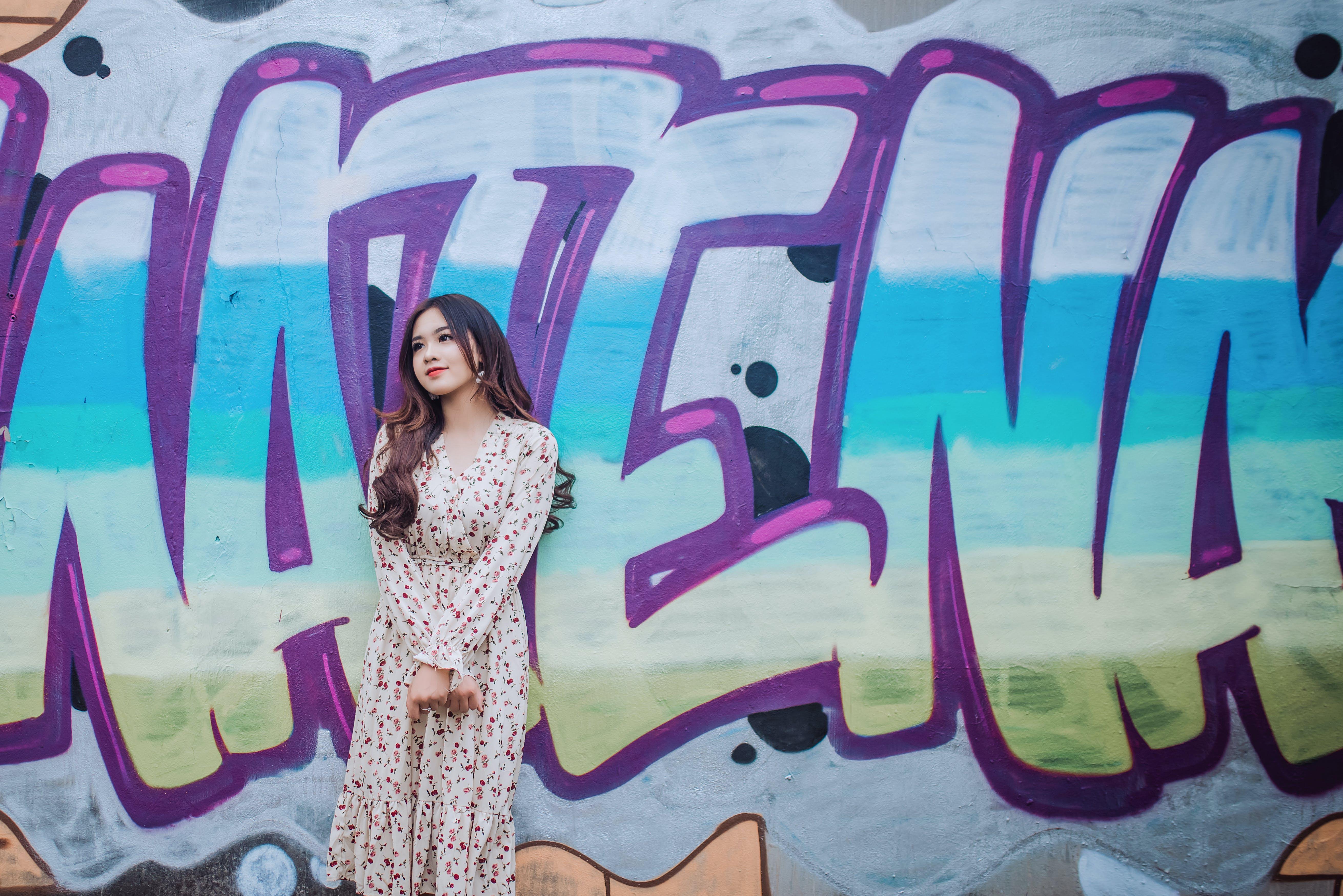 artistik, Asyalı kadın, boyama, Çiçekli elbise içeren Ücretsiz stok fotoğraf