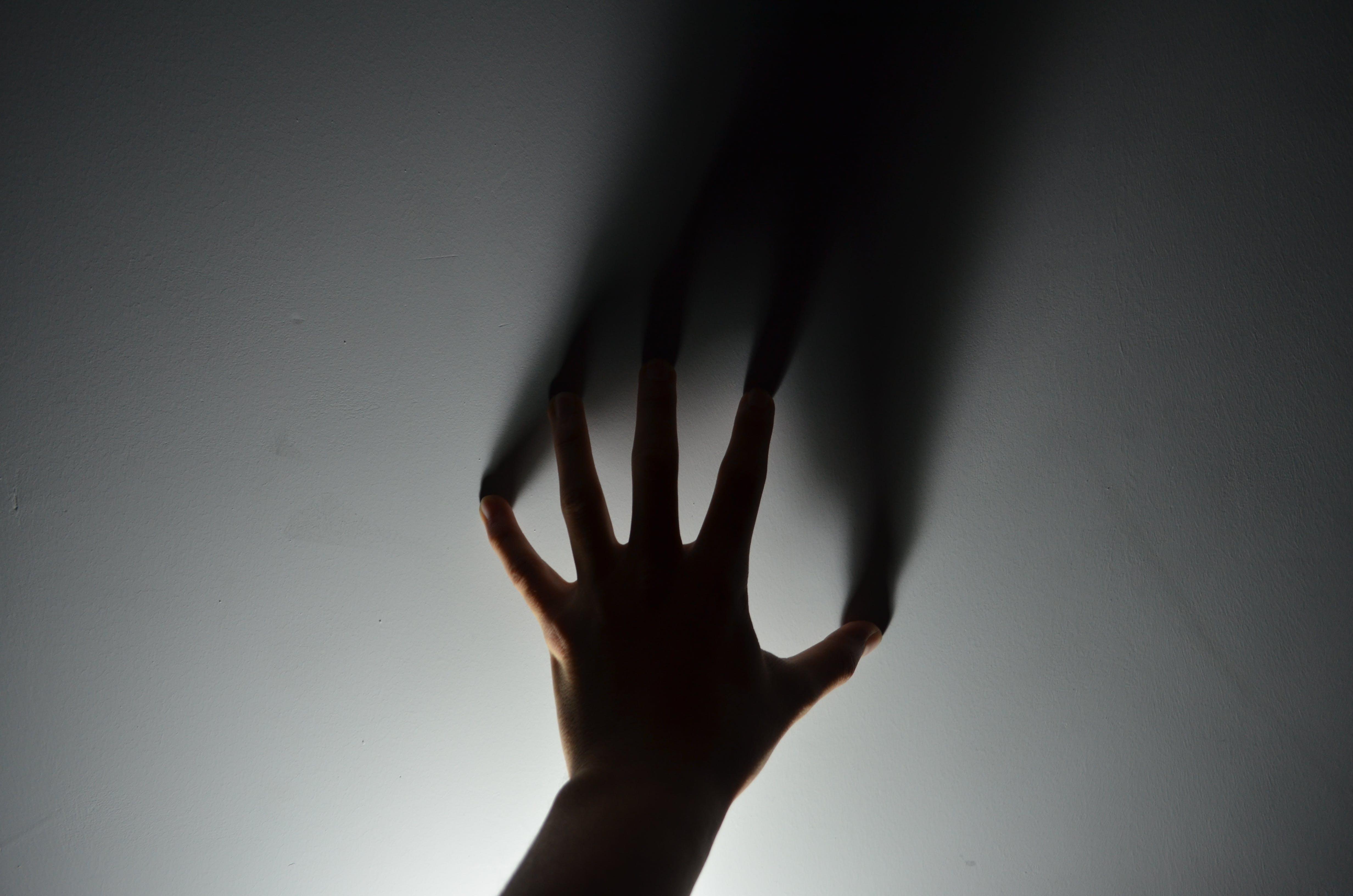 Kostenloses Stock Foto zu begrifflich, dunkel, finger, hand