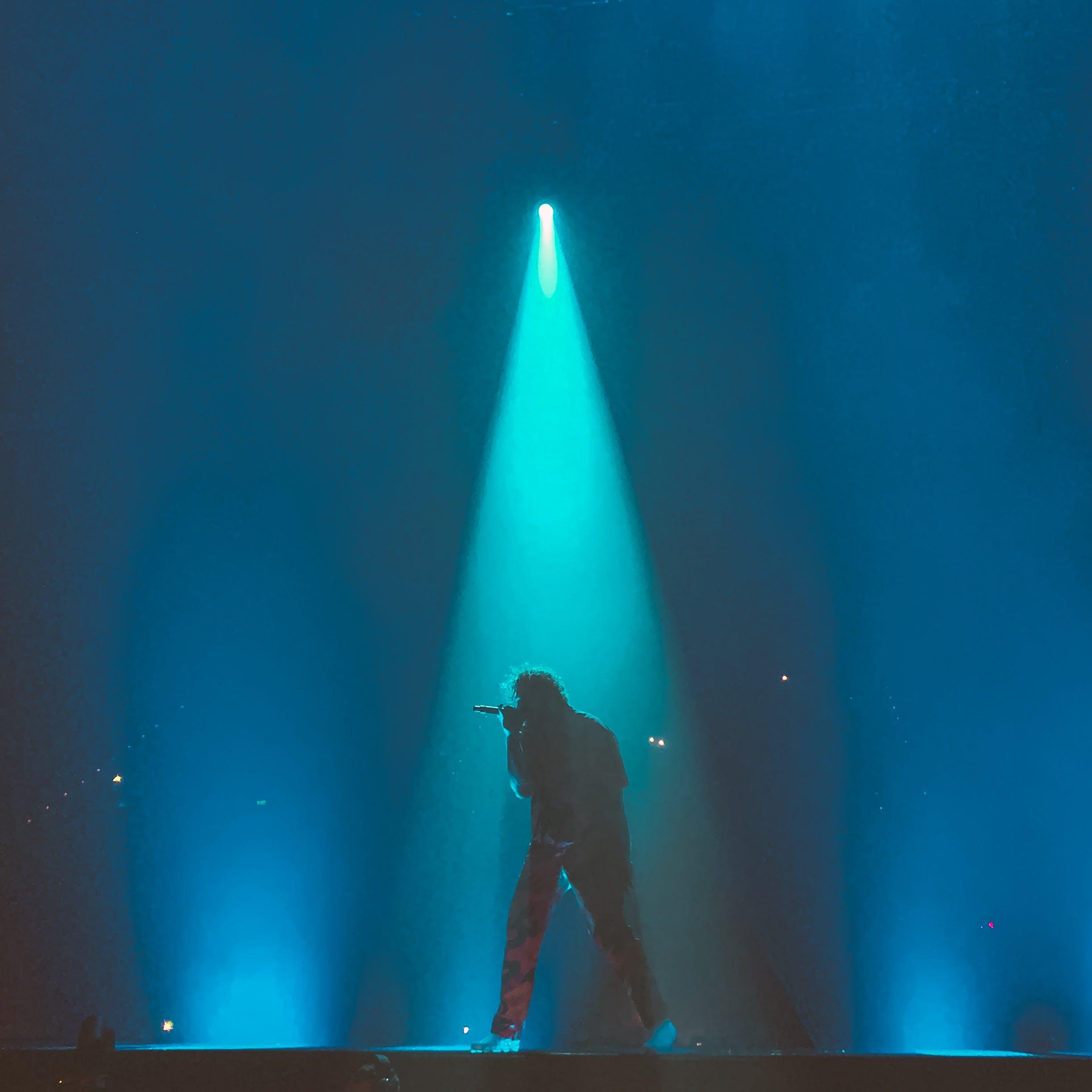 Immagine gratuita di cantante, concerto, energia, faretto