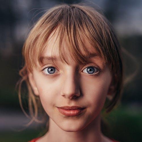 Безкоштовне стокове фото на тему «гарні очі, Дівчина, молодий, обличчя»
