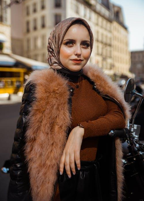 Kostenloses Stock Foto zu elegant, frau, gesichtsausdruck, glamour