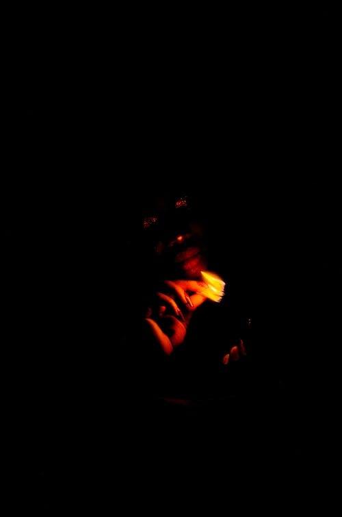 검은색 배경, 남자, 밤, 불의 무료 스톡 사진
